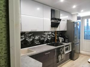 Угловая кухня пластик глянец